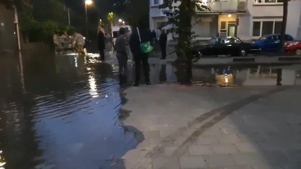Wateroverlast door lekkage in Coolhavenstraat Rotterdam