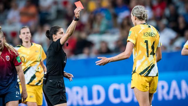 Australische Kennedy na rode kaart: 'Arbitrage hele WK al bedenkelijk'