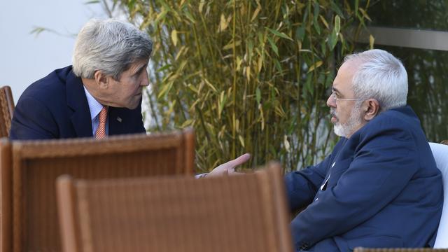 John Kerry zet gesprekken met Iran voort ondanks fietsongeluk