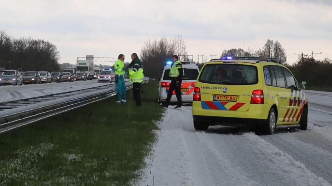 Enorme hagelbui zorgt voor problemen in Friesland