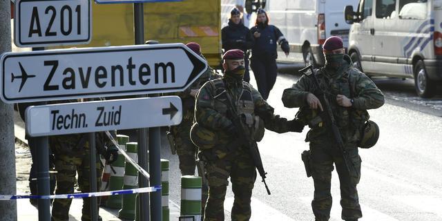 'Twee terroristen reisden op dag aanslagen Parijs naar Nederland'
