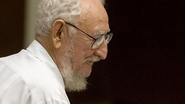 Oudere broer Fidel Castro overleden
