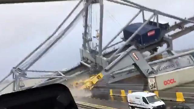 Hijskraan stort in elkaar in Antwerpse haven