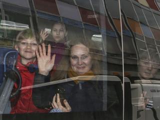 Driehonderd diplomaten uitgezet