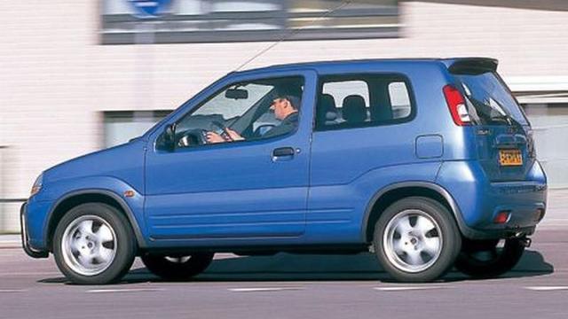 In de Suzuki Ignis zit je net iets hoger. De auto is er ook als vijfdeursversie.