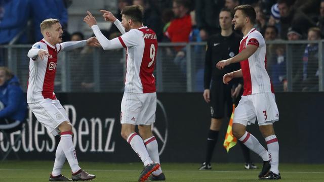 Ajax verkleint achterstand op PSV na nipte uitzege op PEC Zwolle
