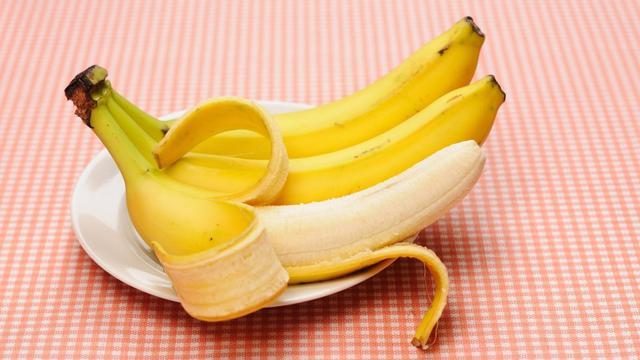 Klokhuizen en bananenschillen: natuur breekt ze af, maar niet erg snel