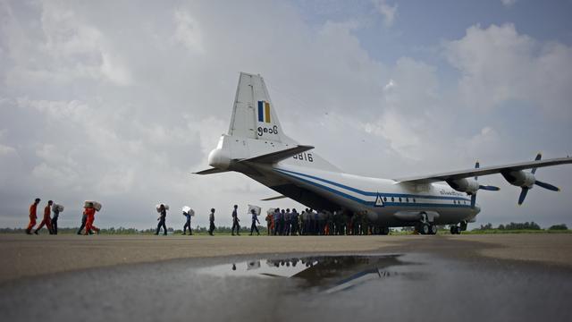 Lichamen gevonden in zoektocht naar vermist vliegtuig Myanmar