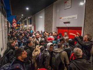 Eerste tweehonderd vluchtelingen arriveren dinsdagavond