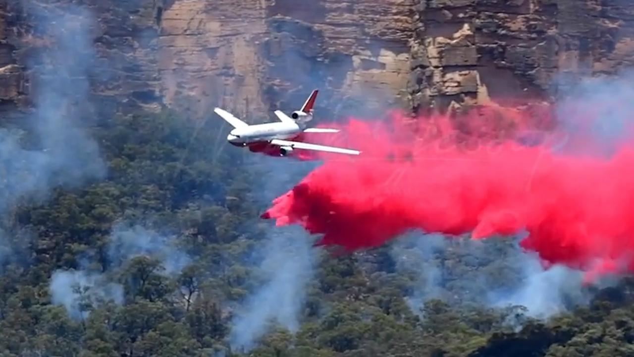 Vliegtuigen bestrijden natuurbrand in Australië