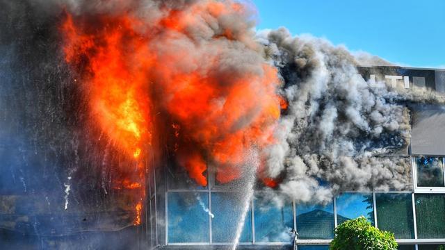 Grote brand in bedrijfspand Brabants Middelbeers onder controle
