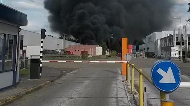 Brand op industrieterrein Wapenveld in wijde omgeving te zien