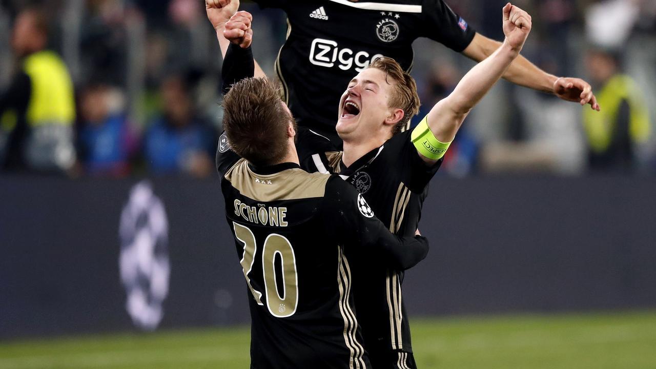 De Ligt kopt Ajax naar halve finale