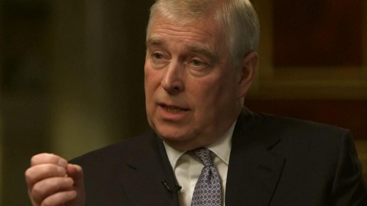 Prins Andrew ontkent seksaantijging met 'opvallende verklaringen'