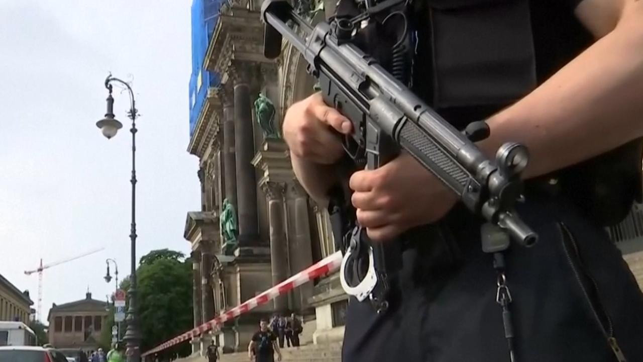 Hulpdiensten op de been na incident met mes in Dom Berlijn