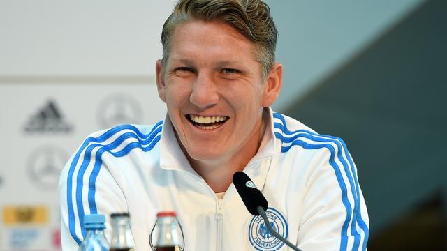United bevestigt transfers van Schneiderlin en Schweinsteiger