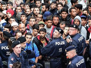 Treinverkeer stilgelegd omdat grote aantallen asielzoekers leidden tot chaos op stations