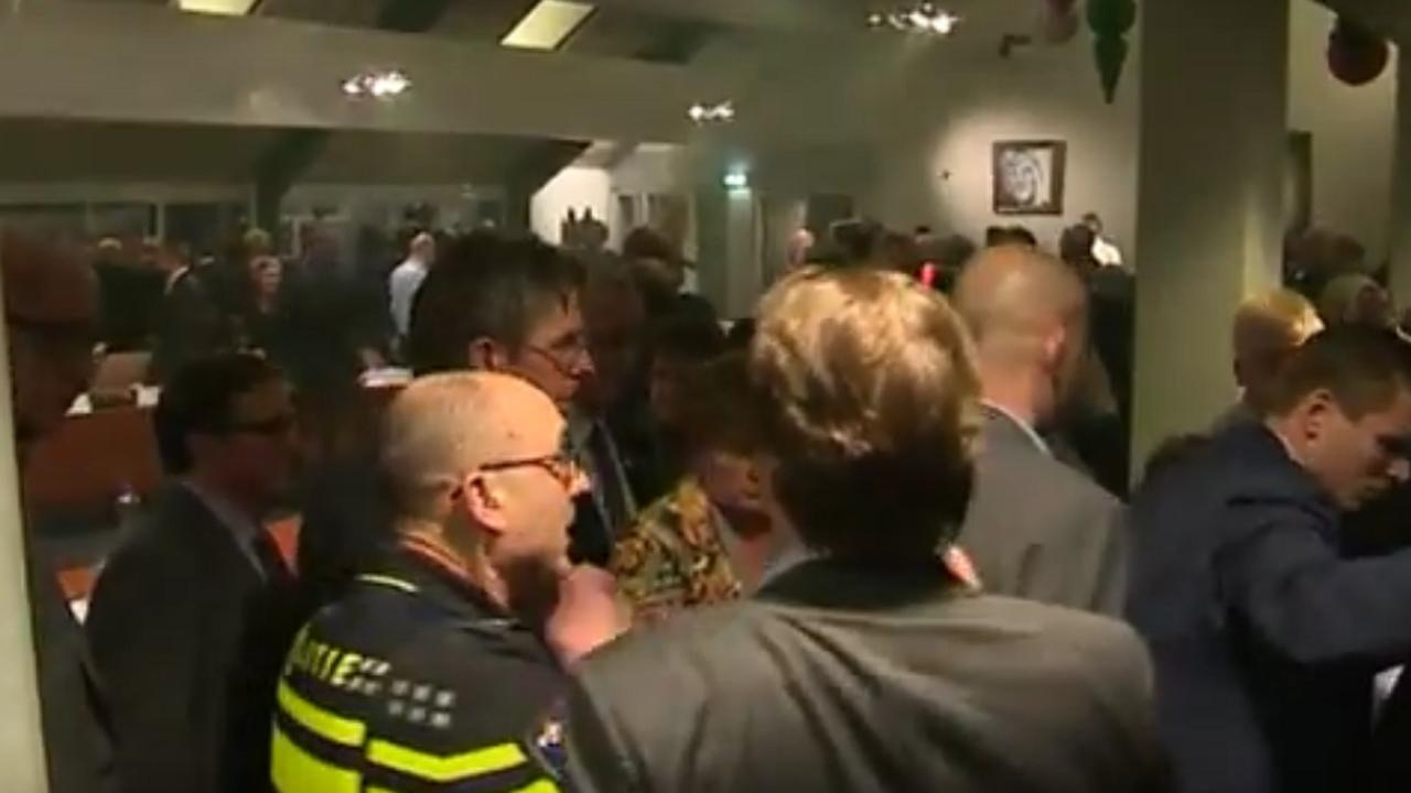 Raadszaal Geldermalsen ontruimd vanwege rellen