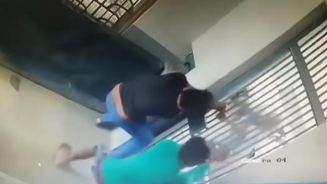 Gevangenen ontsnappen en sluiten bewaarder op in India