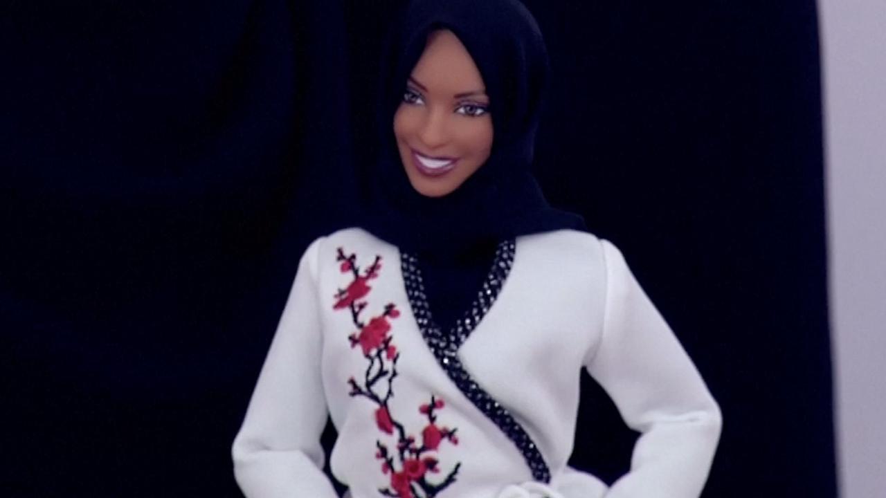 Atlete VS presenteert eerste barbiepop met hoofddoek