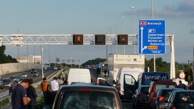 Verkeer op A12 en A44 staat vast door meerdere aanrijdingen.