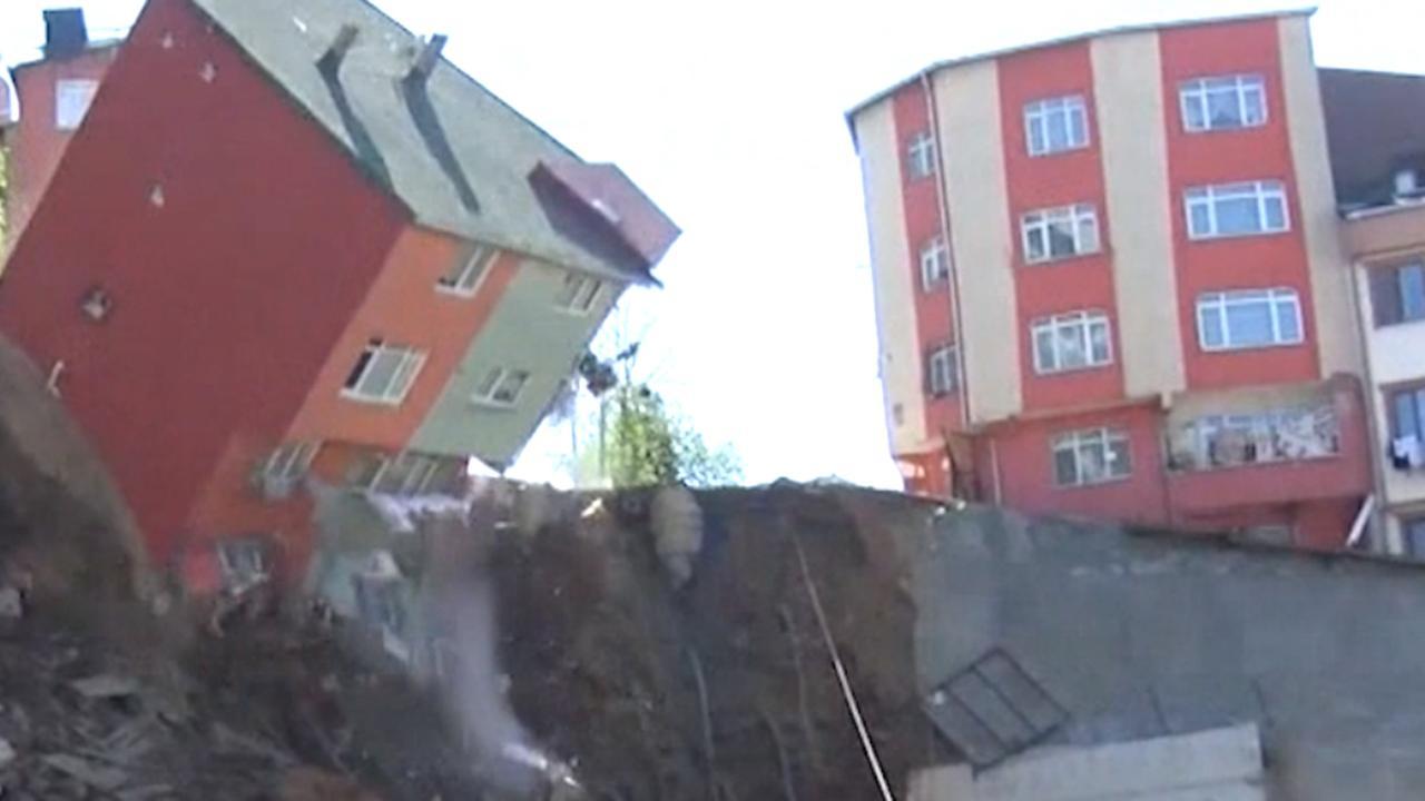 Gebouw stort in aan de rand van bouwterrein in Istanboel
