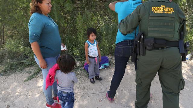Republikeinse senatoren willen oplossing scheiden van migrantenfamilies VS
