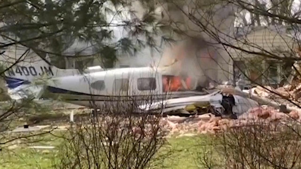 Vliegtuig brandt uit na crash in achtertuin VS