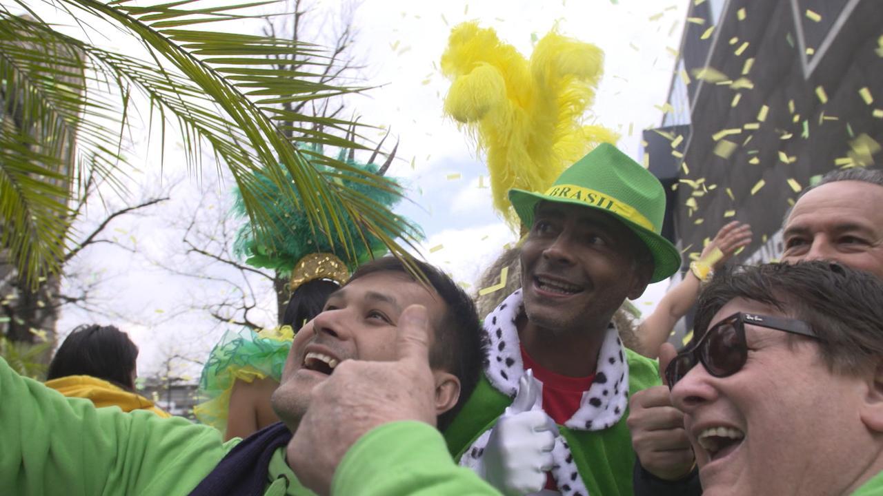 PSV-icoon Romário onthaald tijdens carnavalsoptocht Eindhoven