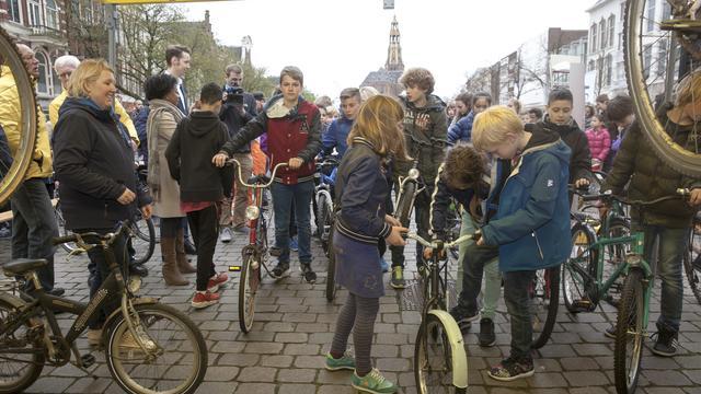 ANWB en gemeente Groningen zamelen kinderfietsen in voor minima