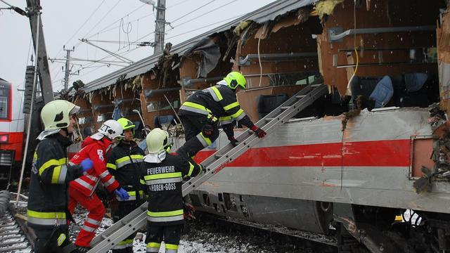 Dode en meerdere gewonden bij treinongeluk Oostenrijk