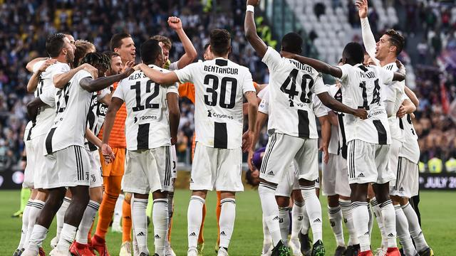 Juventus voor achtste keer op rij kampioen, moeizame zege Barcelona