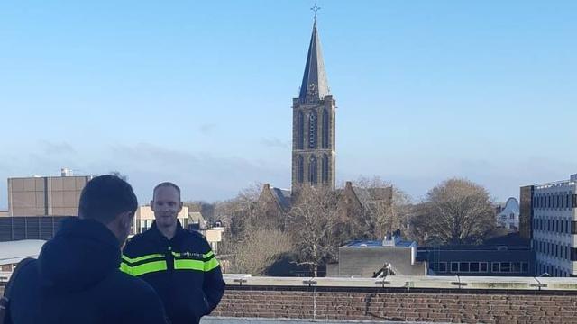 Agent die benen brak bij evacuatie Utrecht loopt en werkt weer