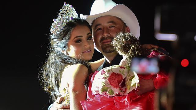 Verjaardagsfeest Mexicaans meisje trekt duizenden feestvierders