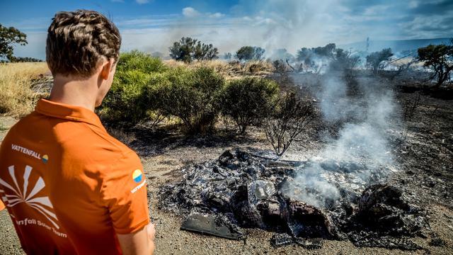 Zonneauto van TU Delft brandt volledig uit tijdens race in Australië