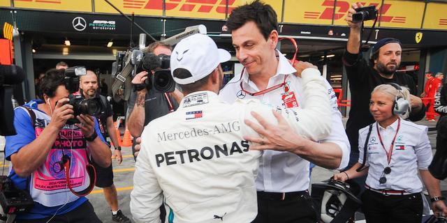 Wolff: 'Mercedes moet zichzelf overklassen om kans te maken op wereldtitel'