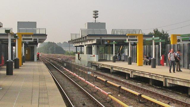 Metrostation Spaklerweg ontruimd wegens stormschade