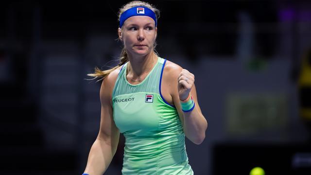 Titelverdediger Bertens moeizaam naar halve finales in Sint-Petersburg