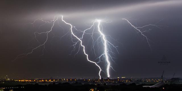 Onweerswolk boven vuurstorm Canada produceert 7.000 bliksemschichten