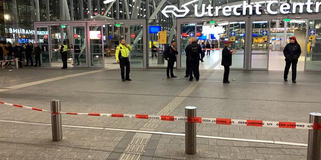 Heel Utrecht CS ontruimd, politie onderzoekt trein