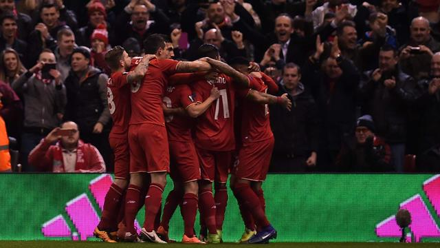 Matig United verliest met 2-0 van Liverpool in Europa League