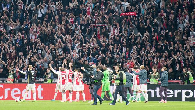Franse en Nederlandse media lyrisch over galavoorstelling Ajax