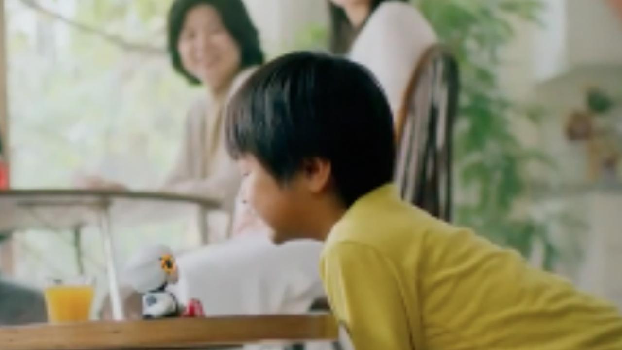 Minirobot Toyota kan gesprekken voeren en emoties herkennen