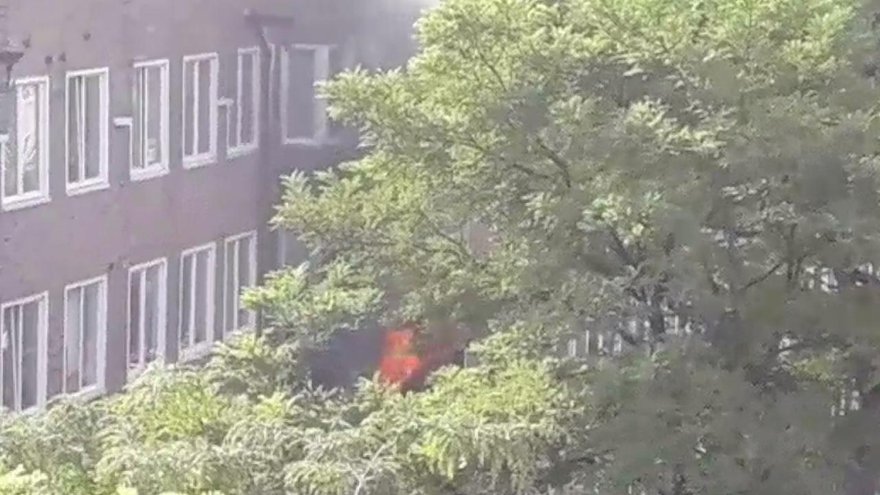 Uitslaande brand in woning Van Spilbergenstraat