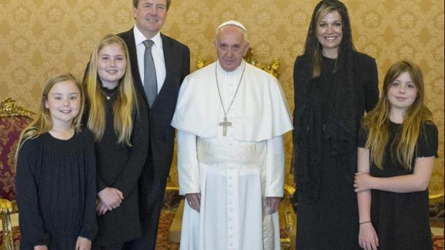 Vaticaan geeft portret koninklijke familie met paus vrij