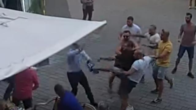 Vijf Nederlanders vast in Tsjechië wegens zware mishandeling van ober