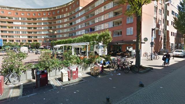 Witte overkapping op Marie Heinekenplein in De Pijp moet weg