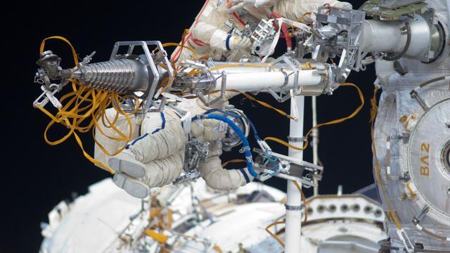 Astronauten ISS zetten na maanden weer voet op aarde