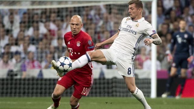 Marcelo haalt schotje van Robben uit doelmond