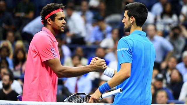 Djokovic en Wozniacki probleemloos naar halve finales US Open